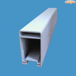Tube aluminium laqué blanc rectangulaire de section 72 x 40 pour PVC intégré