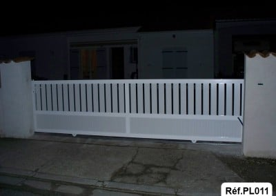 Portail coulissant cadre aluminium et profilé PVC
