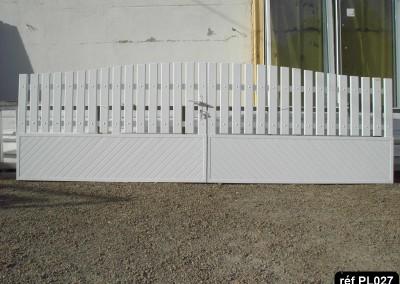 Portail ouvrant à la française 2 vantaux (alu et PVC) occultant  et lisse PVC en haut