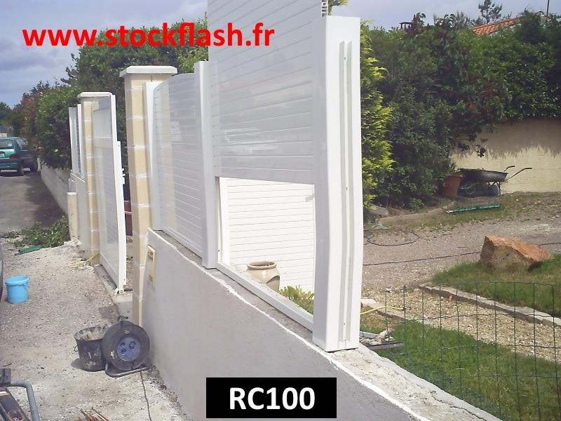 Installer un claustra PVC occultant sur un muret