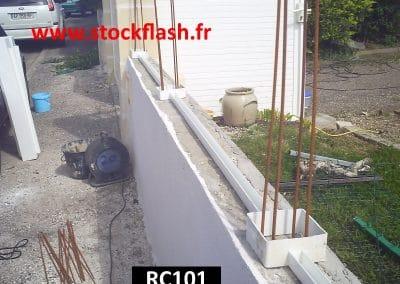 Fixer poteau PVC sur muret avec fer à béton