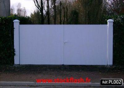 Portail 2 ouvrant cadre aluminium panneau PVC occultant
