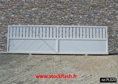 Portail 20 coulissant cadre aluminium plein 1/2 ajouré 1/2