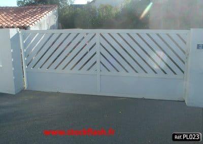 Portail 23 coulissant cadre aluminium profilé PVC 45°