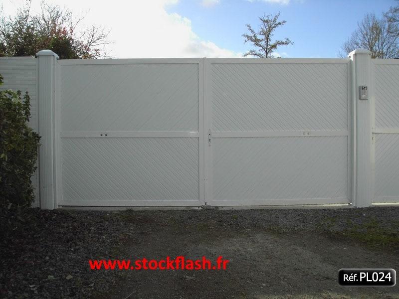 Portail 24 lame pvc 45 cadre aluminium sur mesure for Portail pvc sur mesure