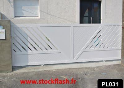 Portail 31 coulissant cadre aluminium profilé PVC intégré