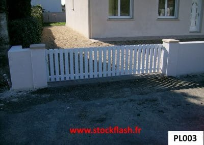 Portail 3 coulissant cadre aluminium profilé PVC verticale