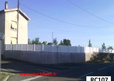 PVC  clôture laissant passer le vent à travers les lisses