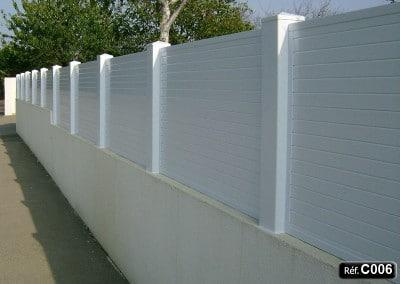 Claustra PVC à sceller sur un mur et clôture occultant
