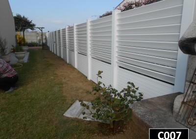 Clôture persienne et claustra PVC à sceller dans le sol