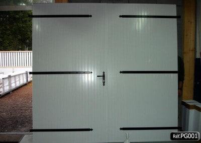Porte de garage PVC ouvrant à la française 2 vantaux