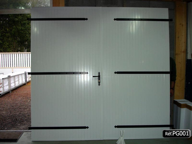 Portes de garage en lame pvc fabriquer ou pr t installer for Fabrication porte garage bois 2 vantaux