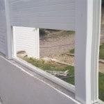 Pose claustra PVC sur un mur