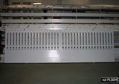 Portail coulissant PVC occultant en bas et lisse PVC en haut