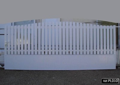 Portail coulissant cadre aluminium PVC occultant bas et haut avec lisse PVC