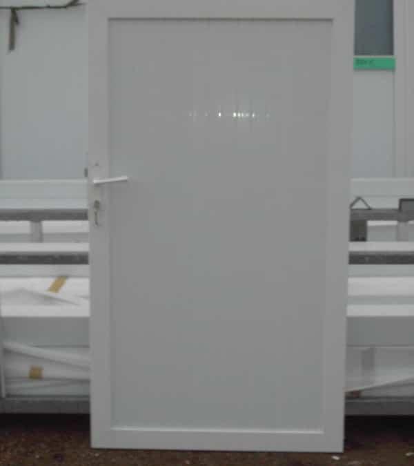 Portillon avec cadre aluminium et PVC plein occultant