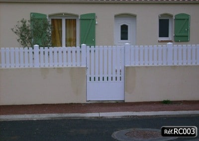Portillon avec cadre aluminium et clôture PVC
