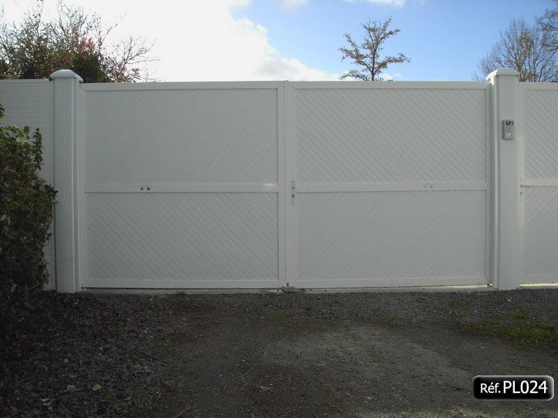 portail ouvrant la fran aise 2 vantaux cadre aluminium et pvc. Black Bedroom Furniture Sets. Home Design Ideas