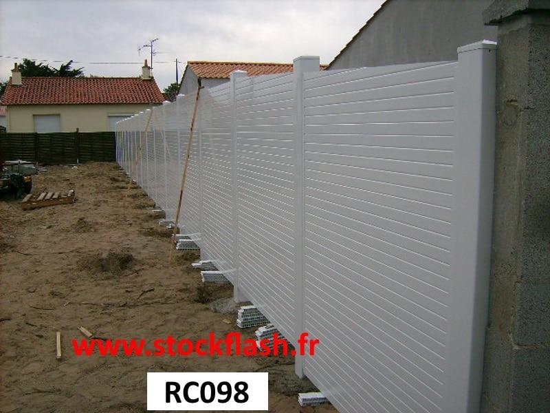 Pose clôture PVC pleine claustra