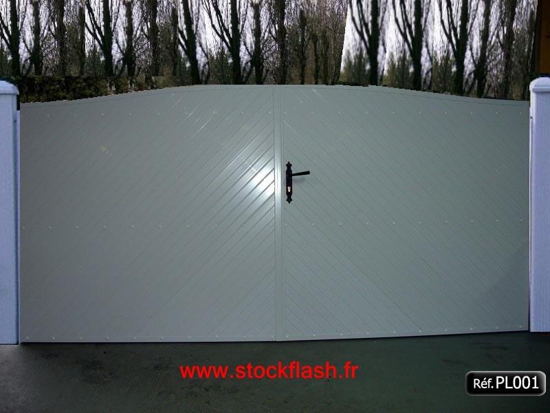 Portail 1 ouvrant PVC occultant avec forme cadre aluminium