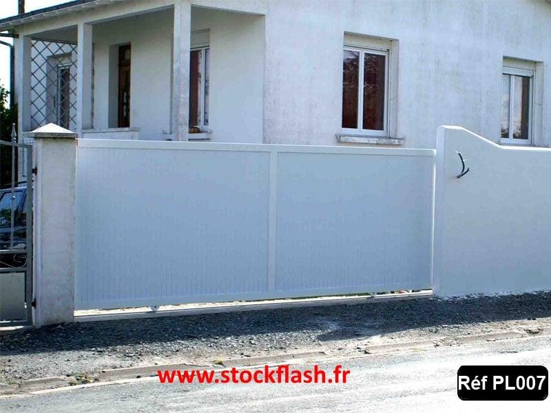 Portail 7 cadre aluminium renforcé PVC intégré dans le cadre