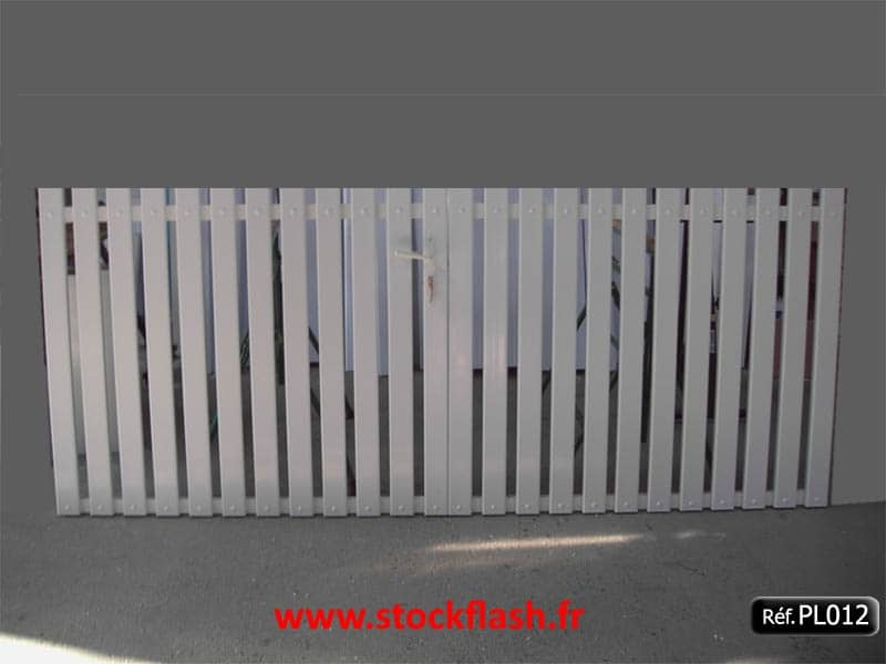 Portail 12 ouvrant deux vantaux cadre alu profilé PVC