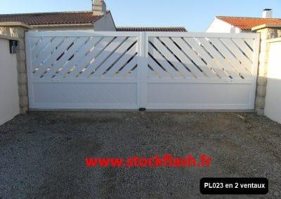 Portail 23 deux vantaux cadre aluminium PVC intégré