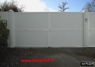 Portail 24 lame PVC 45° cadre aluminium sur mesure